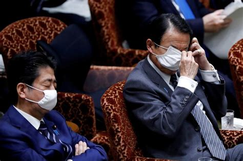Abe's two-mask pledge met online with derision and humor - Japan Today